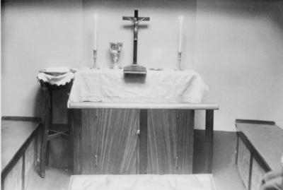 'I lasterommet i Kirkeskøyten er det innredet et kapell med alter