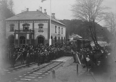 Åpningstoget ved returen til Arendal stasjon