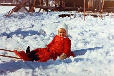 Gøy på akebrett i sol og snø på Flottorp