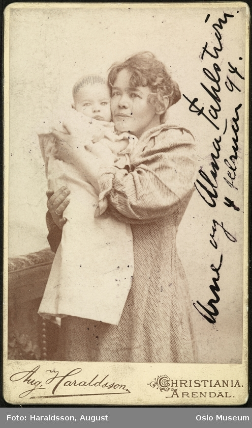 Omnia Alma Fahlstrøm Med Sønnen Arne