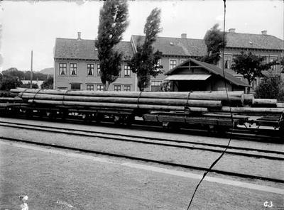 Tømmerlass på Kristiansand stasjon