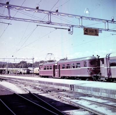 Elektrisk motorvogn Bmeo 65 43 på Kristiansand stasjon